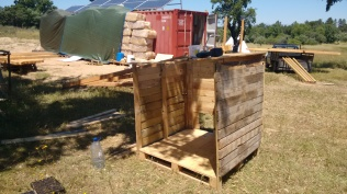chicken coop made from recycled pallets